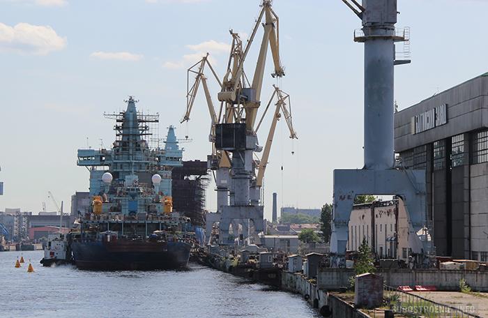 Ледоколы проекта 22220 у набережной Балтийского завода