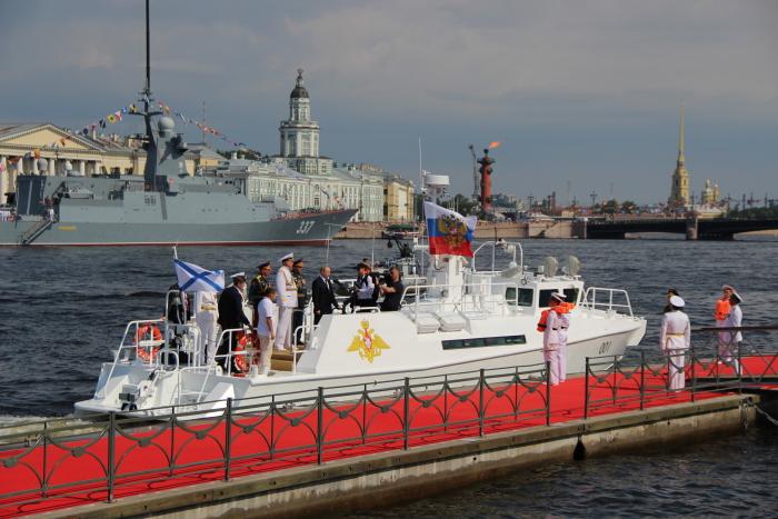 Президент России Владимир Путин на Главном военно-морском параде 28.07.2019