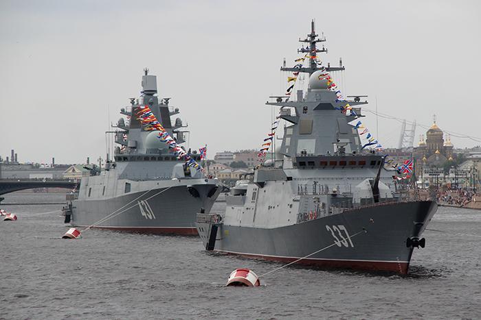 """Фрегат """"Адмирал флота Касатонов"""" и корвет """"Гремящий"""""""