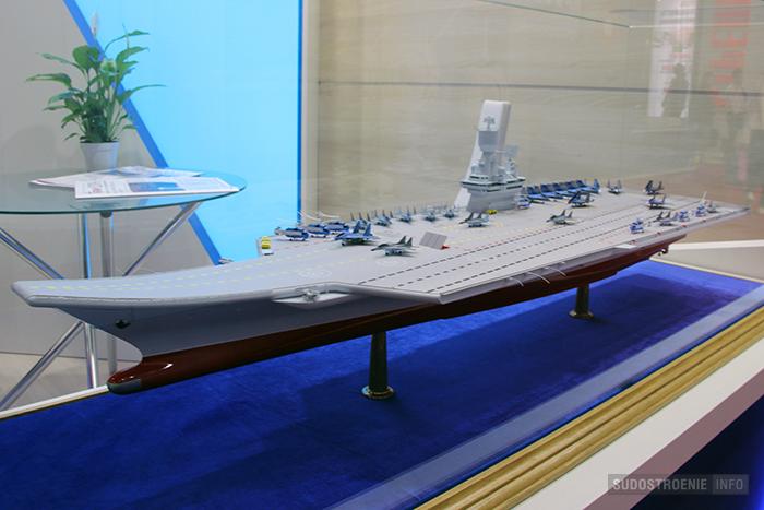Макет авианосца с корпусом полукатамаранного типа