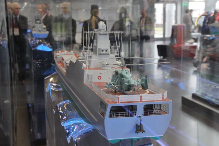 Средний десантный корабль проекта 21180