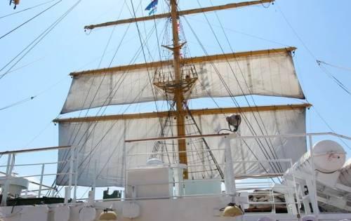 ВСевастополе подняли паруса навосстановленном фрегате «Херсонес»