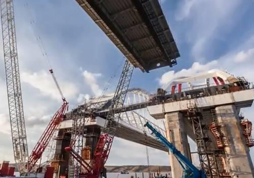 Строители соединили пролёты Крымского моста сарками