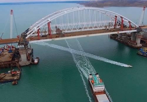 НаКрымском мосту завершают сборку пролетов автодорожной части
