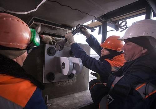 НаКрымском мосту начали устанавливать антисейсмические устройства