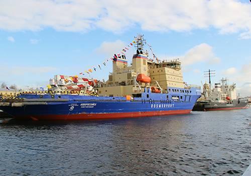 Вальс буксиров иочереди нанабережных: вПетербурге проходит Фестиваль ледоколов