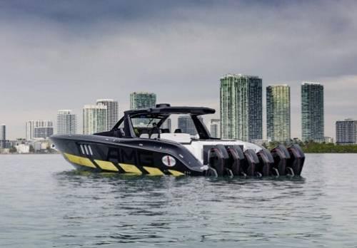 Merceses-AMG и Cigarette Racing представили яхту с шестью двигателями