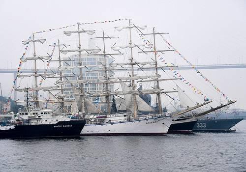 ВМеждународном дальневосточном морском салоне приняли участие сотрудники 21 страны