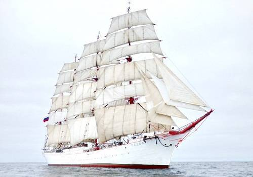 Парусник 'Седов' выходит на Северный морской путь