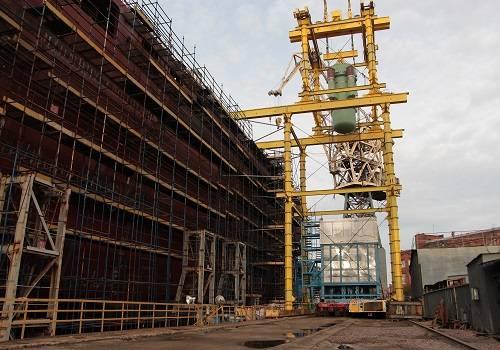 На «Балтийском заводе» погрузили ядерные реакторы наледокол «Урал»
